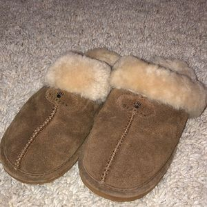 BEARPAW suede and sheepskin slippers